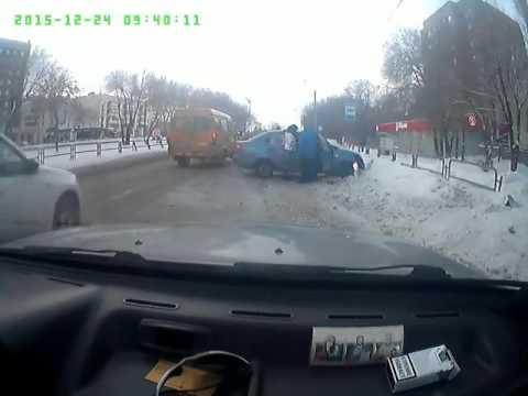 ДТП чудом избежал Волжский членосос на каене 004 не уступил дорогу аварии