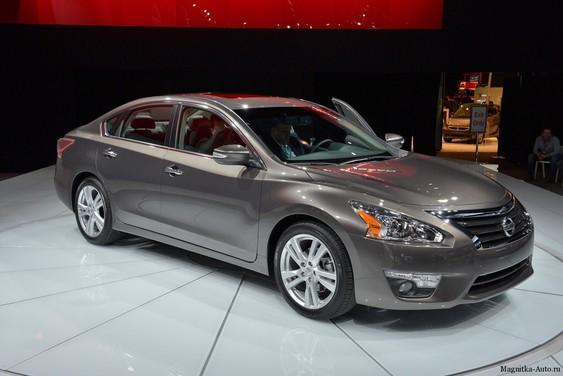 Nissan Altima на Нью-Йорской выставке.