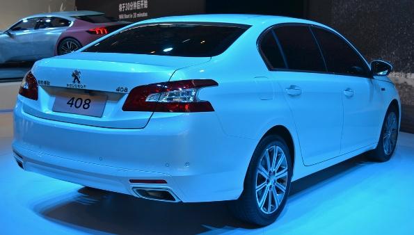 Новый седан Peugeot 408 на авто-шоу в Китае