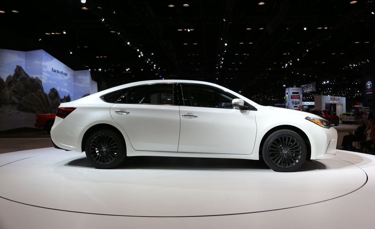 2016 toyota avalon 2015 chicago auto show. Black Bedroom Furniture Sets. Home Design Ideas