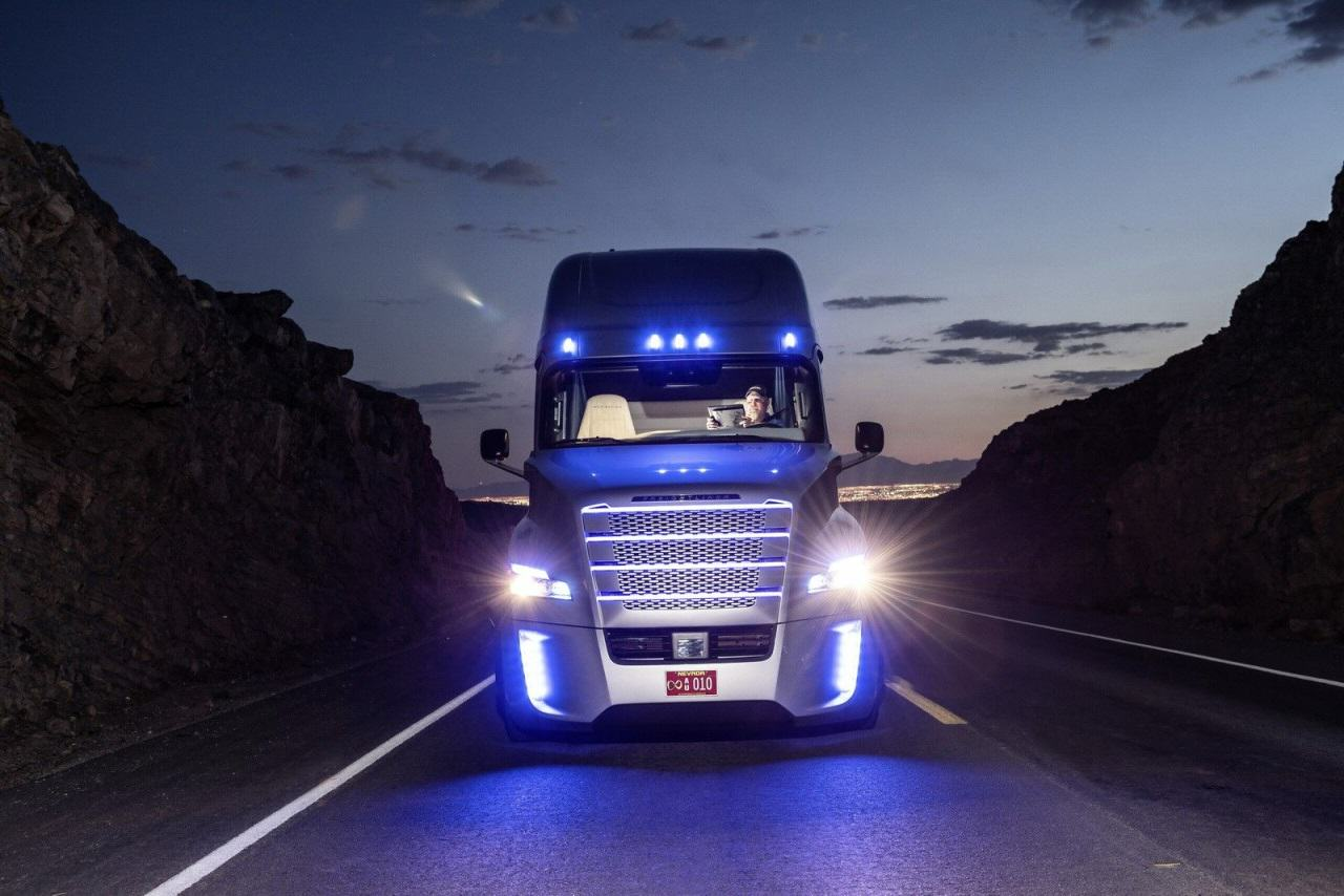 Футуристический грузовик Freightliner Inspiration Truck с автопилотом