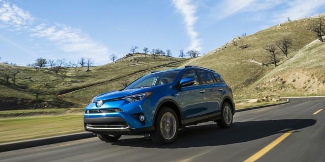 2016 Toyota RAV4 Hybrid стоимостью $28.370